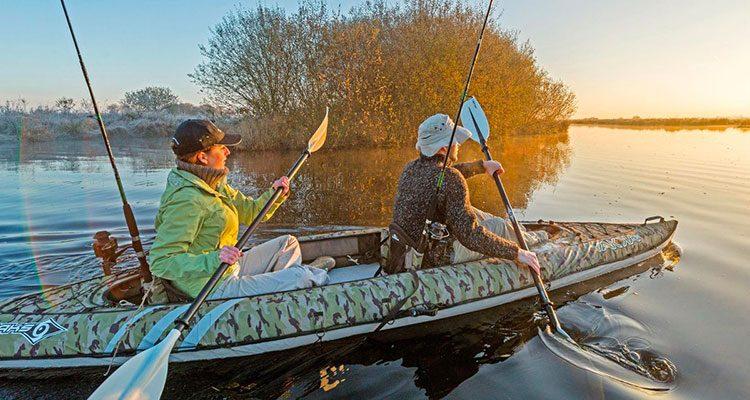 """03ee764a25b703 Se segui questo blog, avrai capito che esistono tante tipologie di kayak.  Una delle più recenti è quella del kayak da pesca, chiamato anche """"sit on  top""""."""